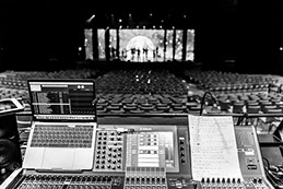 Diamond Dance The Musical - Backstage - scène, salle et console son